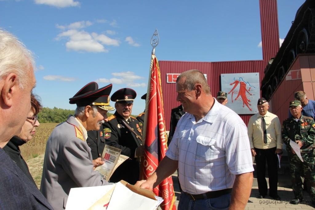 Награждается Н.Кальченко