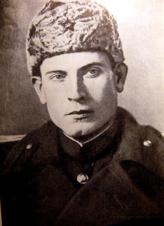 Иван Васильевич Туркенич родился 18 января 1920 года в селе Новый Лиман, Богучарского уезда, Воронежской области..