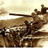 С. Твердохлебово. 19 декабря 1942 года. Жители села встречают танкистов 24-го танкового корпуса.
